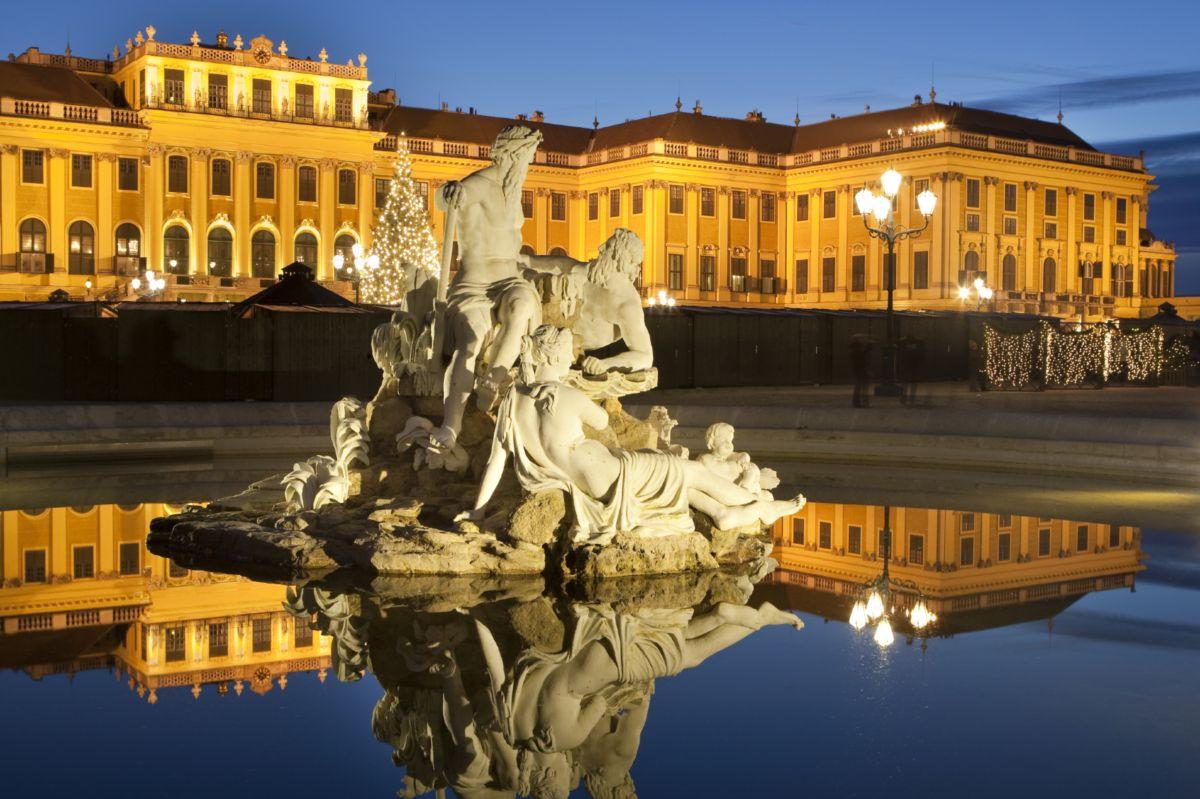 Imagini pentru Grădinile palatului Schonbrunn