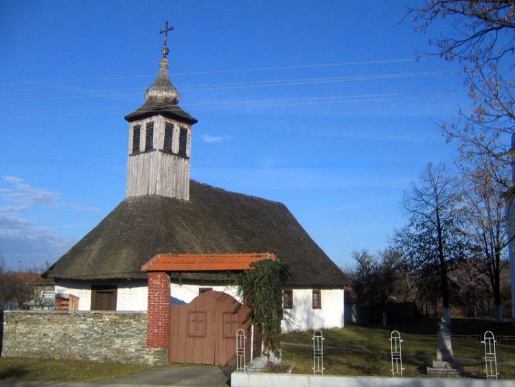 biserica_de_lemn_curtea